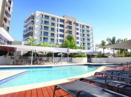 Signature Waterfront Apartments, hotel near Robina Town Centre, Gold Coast