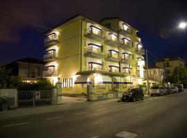 Hotel Fortunella, отель в Лидо-ди-Камайоре