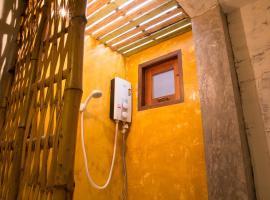 Baan Chompoo Homestay, hotel in Amphawa