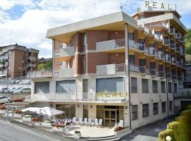 Hotel Reali、キアンチャーノ・テルメのホテル
