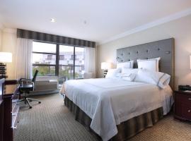 Granville Island Hotel, hotel near Sea Island Centre Skytrain Station, Vancouver