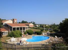 Seashore Park Inn, hotel with pools in Orleans