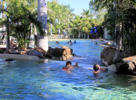 Big4 Aussie Outback Oasis Holiday Park, resort village in Charters Towers