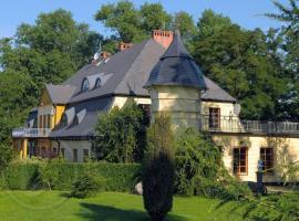 Dworek pod Herbem, farm stay in Gądkowice