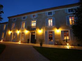 Le Castel Pierre - Maison privée 4 étoiles - 18 personnes, hôtel à Lagraulet-du-Gers