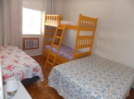 Apartamento Otávio Carneiro, family hotel in Niterói