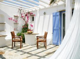 Golden Beach Hotel & Apartments, hotel near Pachia Ammos Beach, Tinos Town