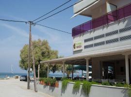Hotel Pithari, отель рядом с аэропортом Аэропорт Салоники - SKG в городе Айя-Триас
