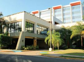 Howard Johnson by Wyndham San Juan Centro Cardiovascular, hotel in San Juan