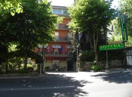 Hotel Villa Robinia, hotell i Genzano di Roma