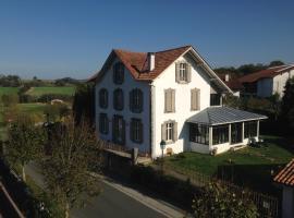 Chalet Elisa Chambre d'Hôtes, hôtel à Sare près de: Le Train de La Rhune