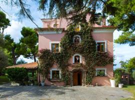 Capo Santa Fortunata, hotel with pools in Sorrento