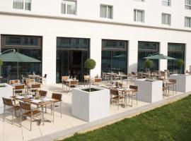 Courtyard by Marriott Paris Saint Denis, hotel near Mairie de Saint-Ouen Metro Station, Saint-Denis
