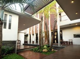 COZY Boutique Guest House, hotel near Malang Library, Malang
