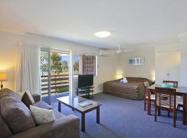 Regency Waterfront Noosa, hotel in Noosaville
