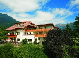 Naturhotel Haselried, serviced apartment in Tirolo
