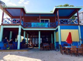 Sandbar Beachfront Hostel & Restaurant, hostel in San Pedro