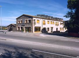 Hostal Mallorquines, hotel near Salvador Claret Automobile Collection, Riudarenes