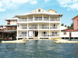 Tropical Suites Hotel, hotel in Bocas Town