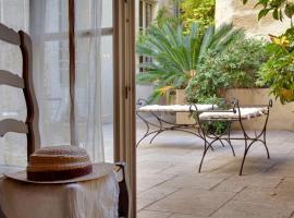 Autour Du Petit Paradis, boutique hotel in Avignon