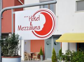 Hotel Mezzaluna, hotel near Treviso Airport - TSF, Treviso