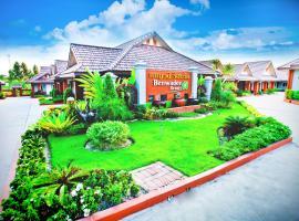 Benwadee Resort Pattaya, hotel in Ban Pong
