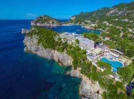 Akrotiri Beach Resort Hotel, hôtel près de la plage à Paleokastritsa
