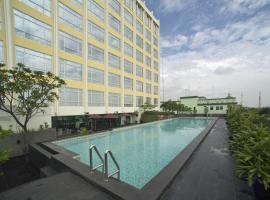 Grand Zuri Cikarang Jababeka, hotel with parking in Cikarang