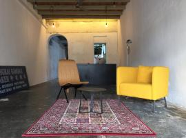 The Frame Guesthouse, homestay in George Town