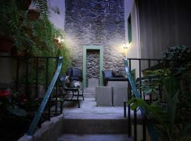 29 Madeira Hostel & Studios by Petit Hotels, hôtel à Funchal