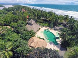Clandestino Beach Resort, hotel en Parrita