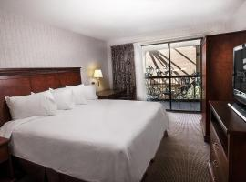 Clifton Victoria Inn at the Falls, hotel near Great Wolf Lodge Niagara Falls, Niagara Falls