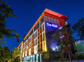 The Rich Hotel Ubonratchathani, hotel in Ubon Ratchathani