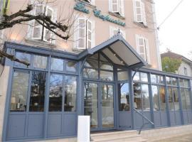 Hôtel Restaurant Les Capucins - Repas Possible、アヴァロンのホテル