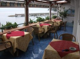 Holidays Baia D'Amalfi, hotel in Amalfi