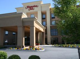 Hampton Inn by Hilton Garden City Long Island, hotel di Garden City