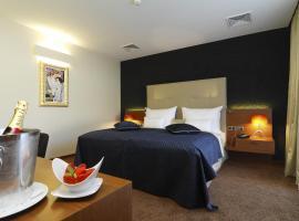 Mikado Hotel, hotel in Nitra