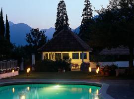Pension Riedingerhof, hotel in Merano