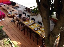 BBQ Lodge, hotel in Camogli