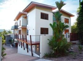 Villa One on Murphy - Luxury Holiday Villa, vacation home in Port Douglas