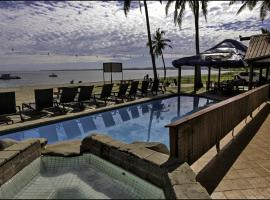 Travellers Beach Resort, hotel in Nadi