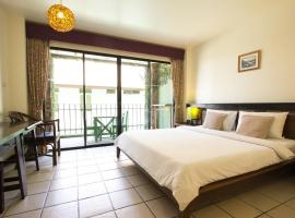 Khaolak Tony Lodge, отель в городе Кхаулак