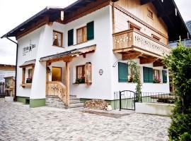 Chalet & Apartments Tiroler Bua, pet-friendly hotel in Achenkirch