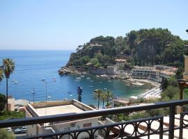 Cottage on the Beach, holiday home in Taormina