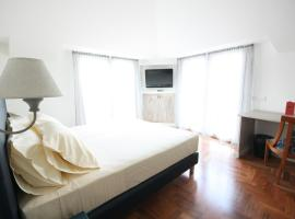 Hotel Plinius, отель в Комо