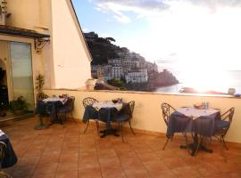 Hotel Croce Di Amalfi, hotel near Amalfi Cathedral, Amalfi