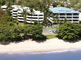 Roydon Beachfront Apartments, hotel in Trinity Beach