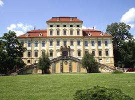 Zamek Cerveny Hradek, hotel v Jirkově