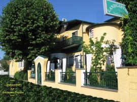Landgasthof zur Goldenen Traube, hotel near Designer Outlet Parndorf, Podersdorf am See