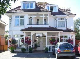 Alexander Lodge Guest House, family hotel in Bournemouth